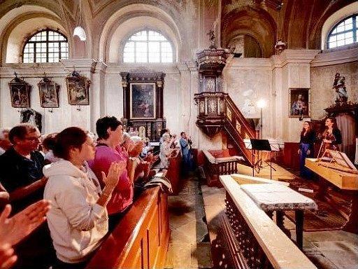 Čtvrtý koncert hudebního festivalu Za poklady Broumovska v adršpašském kostele Povýšení sv. Kříže.