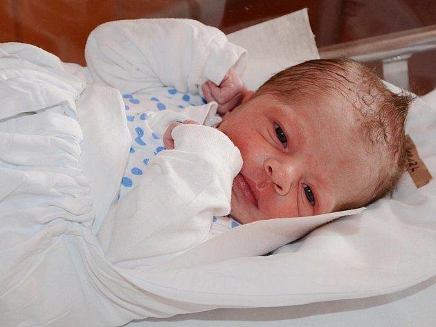Denis Hanzl má v datumu narození pět jedniček. Přišel na svět 1.11.2011.