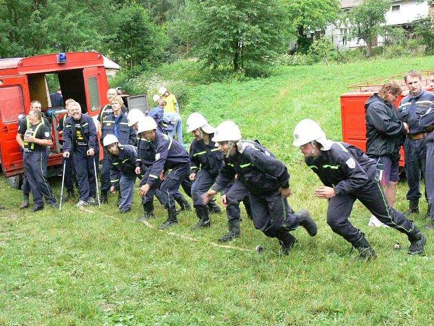 Z hasičské soutěže.