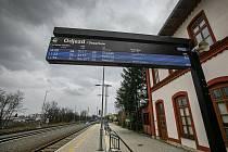 Trať vedoucí z Nového Města do Týniště nad Orlicí osiřela. Výluka potrvá do 28. dubna. Náhradní dopravu zajišťují autobusy.