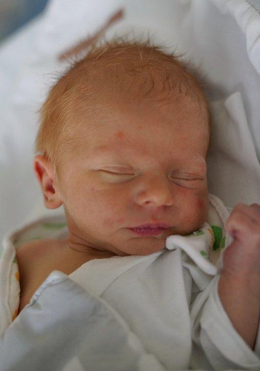 Kristian Stierand z Náchoda je na světě! Narodil se 6. ledna 2020 v 02,45 hodin, vážil 2495 gramů a měřil 46 centimetrů. Radují se z něho manželé Irena a Marek i dvouletý bráška Mareček.