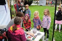 Park Aloise Jiráska se v neděli stal místem konání Dne lidových tradic a tradičních lidových řemesel, kde se prezentovali výrobci a řemeslníci se značkou regionální produkt a nositelé tradic ze všech koutů republiky.