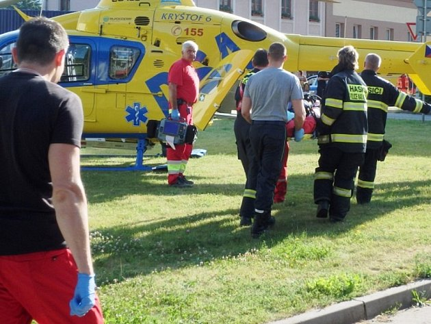 Seniorka spadla do potoka, vrtulník ji transportoval do nemocnice