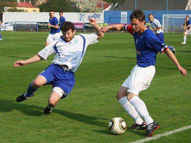 Petr (vpravo) přidal svůj druhý gól i šest minut po změně stran.