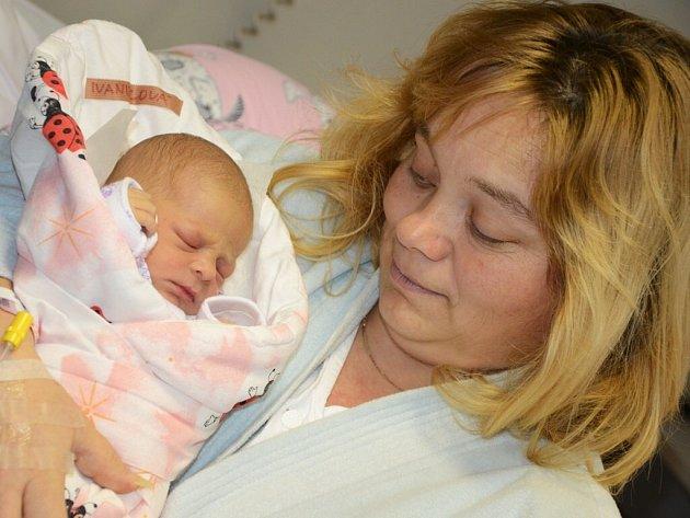 Prvním letošním miminkem v náchodské porodnici se stala Karolínka Ivaniecová.