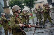 Na náměstí ve Stárkově se bojovalo. I za vydatného deště