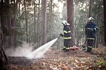 Požár v Pekelském údolí u Nového Města nad Metují.