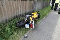Dopravní nehoda osobního automobilu a motocyklu v Náchodě - Bělovsi.