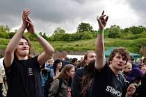 FANOUŠCI rockové muziky se na Pevnost Festu v Josefově dobře bavili.