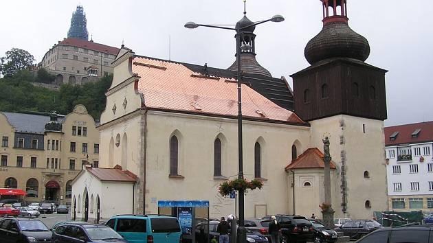 Opravy děkanského kostela svatého Vavřince v Náchodě.