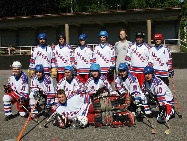 Mužstvo NA Rangers zvítězilo v letošním ročníku Oblasntí hokejbalové ligy a pro příští rok si zajistilo příslušnost ve druhé Národní hokejbalové lize.