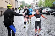 Za vytrvalého deště byl v sobotu v podvečer v lázeňském parku v Kudowě Zdrój odstartován 22. ročník silničního běhu na 21,1 kilometrů.