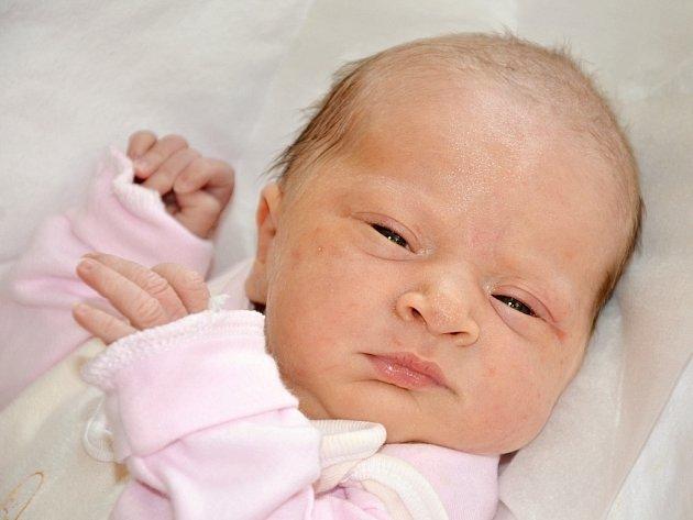 JULIE KOTYZOVÁ z Velkého Poříčí se narodila 8. dubna 2015 v 11.19 hodin. Holčička vážila 3105 gramů a měřila 50 centimetrů.