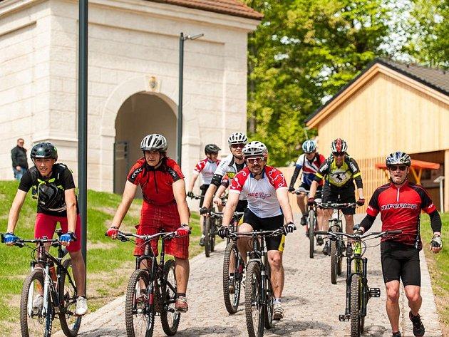 CYKLOVÍKEND Trail Days do broumovského kláštera přilákal desítky bikerů z celé České republiky.
