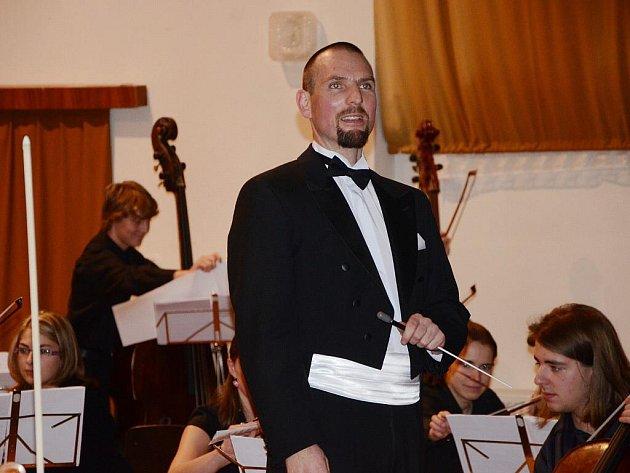 Jaroslav Rybáček, dirigent Novoměstské filharmonie.