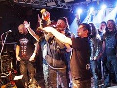 Metalový večírek na Zděřině. Kapele Tortharry pokřtil nové CD herec Leoš Noha