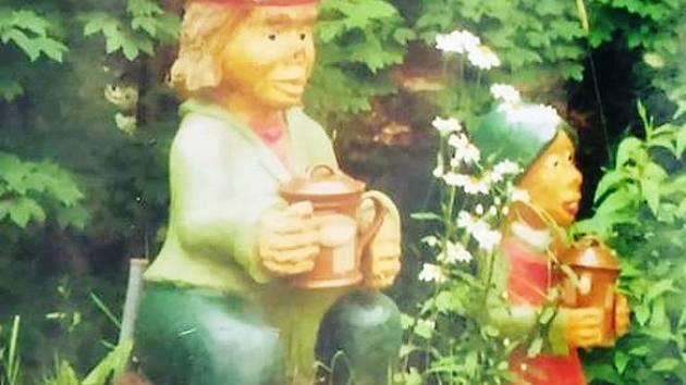 Z Pavlátovy louky zmizela o víkendu asi šedesát centimetrů vysoká dřevěná soška vodnice. Podle svědků ji měla odnést skupinka mladých lidí.