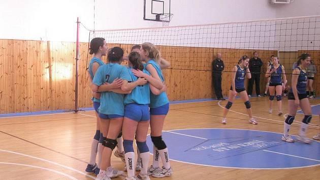 Jaroměřské kadetky rozhodně mají důvod k radosti. V sedmi utkání prohrály jen jednou a úvodní turnaj ČP vyhrály.
