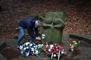 Tragédii na Bukové hoře připomíná památník odhalený a vysvěcený 15. září 2002. Tvoří ho tři samostatné části: stéla na místě zločinu, socha na kraji lesa a pěšina s 23 kameny za oběti, která spojuje obě místa a symbolizuje cestu od tragédie ke smíření.
