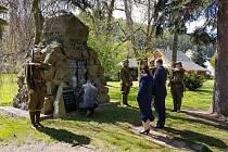 Představitelé města Náchoda si v neděli podobně jako na mnoha místech naší země připomněli 71. výročí od konce 2. světové války.