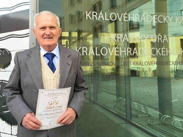 ZCELA zaslouženého ocenění se ve svých 87 letech dočkal dlouholetý činovník BKL Machov Stanislav Jirásek.