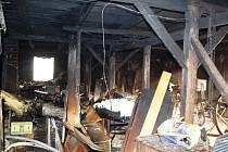 Požár v půdním prostoru napáchal škodu za téměř půl milionu korun