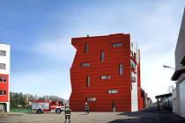 PROJEKT POČÍTÁ s vybudováním haly pro výcvik záchrany ve výškách a nad volnou hloubkou. Objekt je navržen tak, aby maximum vnitřních i vnějších ploch sloužilo pro výcvik.