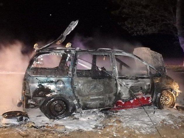 Auta hořela kvůli technickým závadám. Jedno je na odpis.