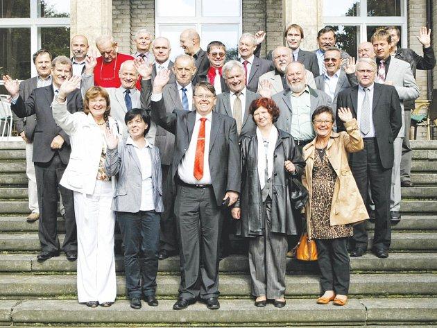 Zamávali svým voličům, krajským zastupitelům končí čtyřleté vládnutí. Ve čtvrtek se sešli v českoskalické vile Čerych spolu s dalšími pozvanými starosty měst a obcí Královéhradeckého kraje.