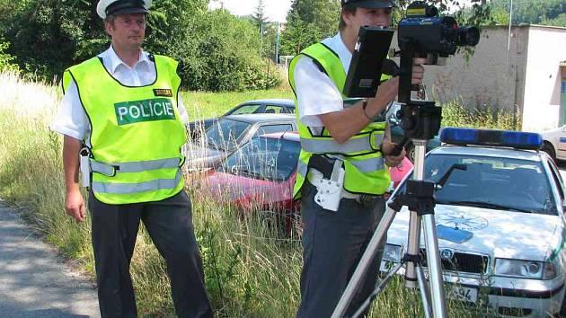 V Náchodě měřili policisté rychlost v Polské ulici.