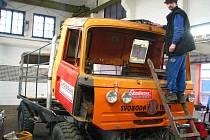 Oranžová osmikolka  je připravena na první letošní závody v trucktrialu.