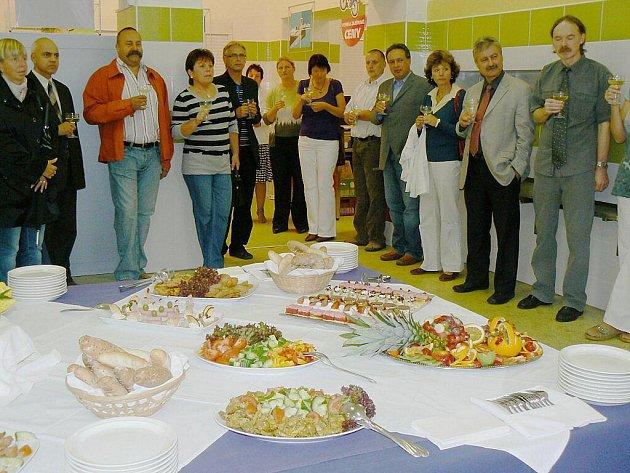 Nová školní jídelna byla slavnostně uvedena do provozu.
