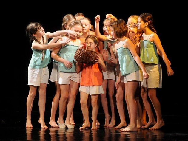 Přehlídka dětských skupin scénického tance v Červeném Kostelci.