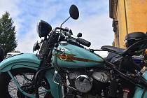 Více jak 130 motocyklů různých značek a kubatur se v sobotu před polednem vyrovnalo před kostelem Nanebevstoupení Páně v Josefově a jejich majitelé se zde zúčastnili 15. ročníku tradiční motorkářské mše.