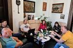 Vedení Náchoda se sešlo v neděli, řešilo hřiště, respirátory i nákupy pro seniory.