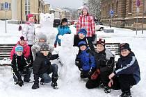 Sněhuláci na hronovském náměstí.