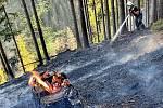 Hořící hrabanku na Lipí prolili hasiči řádně vodou.