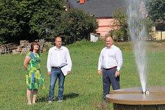 Zahájení výstavby minerálkovodu navazuje na již probíhající stavbu vily Komenský s navazující kol