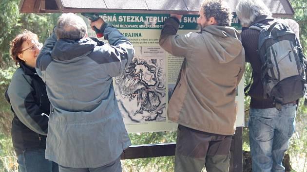 Slavnostní zprovoznění obnovené naučné stezky v Teplických skalách.