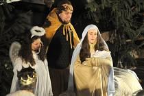 Do pravé vánoční atmosféry naladil nejen starý biblický příběh v podání Střediska volného času Déčko Náchod, ale i vystoupení pěveckého sborečku Poříčský Beránek.