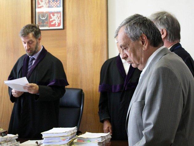 EXSTAROSTA Náchoda Oldřich Čtvrtečka u soudu.