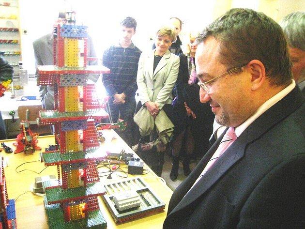 Ministr Josef Dobeš v Merkuru.