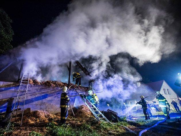 Požár sena ve stodole v Bohdašíně.