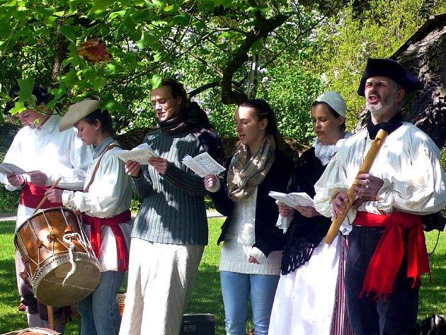 Tradici majálesu osobitým způsobem připomenulo Středisko volného času Bájo v České Skalici.