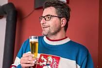 Ve festivalové kavárně Cheers byl Michal Jančařík zpovídán moderátorem Tomášem Peterkou. Pro tuto příležitost zvolil Jančařík pozoruhodný dress code.