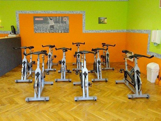 Tato kola ve Sport Centru Helena s.r.o. v Polici nad Metují již čekají na šestici dívek, které se v tuto neděli pustí do dvouměsíčního boje s přebytečnými kilogramy.