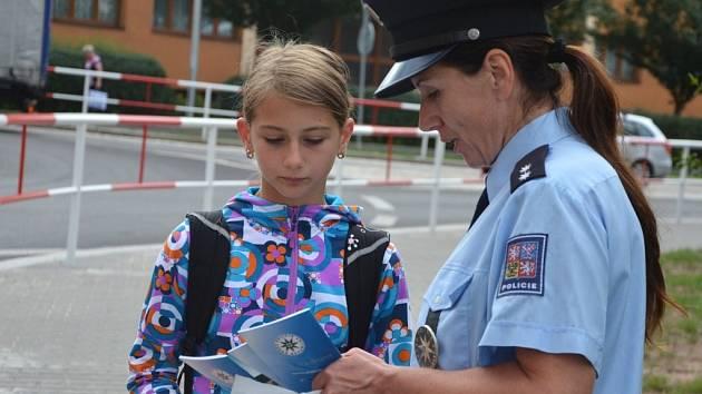 Dopravně - bezpečnostní akce Zebra se za tebe nerozhlédne v Náchodě u Slavie.