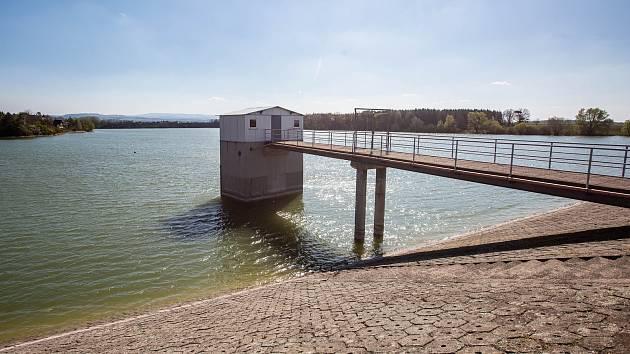 Přehradní nádrž Rozkoš se postupně doplňuje. Minulý rok přišla o velkou část vody vlivem sucha.