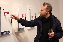 Konceptuální malíř David Hanvald (na snímku) se ve své výstavě poprvé plně zaměřil na jedno z nejskromnějších témat - kostku.