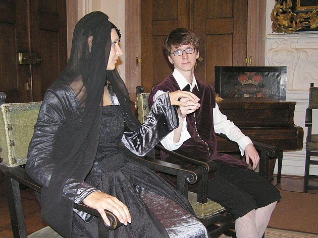 Večerní prohlídky s Černou paní jsou na zámku velmi oblíbené a hojně navštěvované.